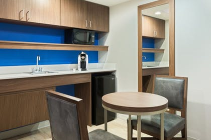 Guestroom | Holiday Inn Express & Suites Nearest Universal Orlando