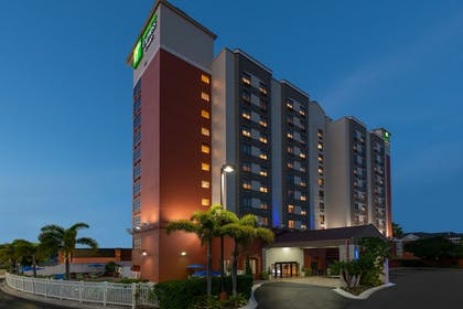 Featured Image | Holiday Inn Express & Suites Nearest Universal Orlando