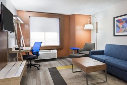 Guestroom   Holiday Inn Express & Suites Nearest Universal Orlando