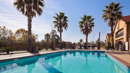 Pool | Best Western Bayou Inn & Suites