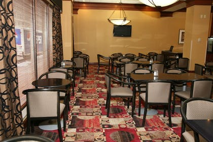 Dining | Holiday Inn Express & Suites Detroit Downtown