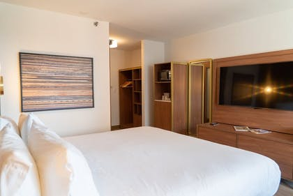 Room | Holiday Inn Express & Suites Detroit Downtown