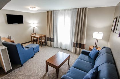Living Area | Comfort Inn and Suites Pittsburg
