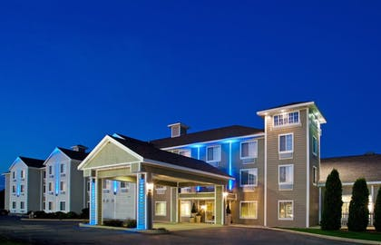 Featured Image | Holiday Inn Express & Suites New Buffalo