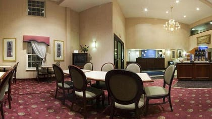 Breakfast Area | Holiday Inn Express Hotel & Suites Roseville