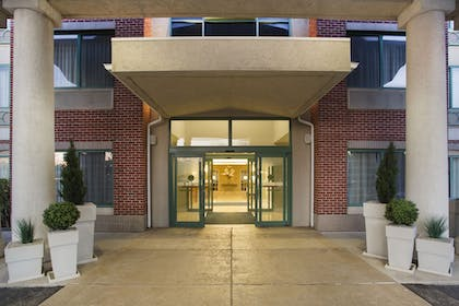 Exterior | Holiday Inn Express Hotel & Suites Kalamazoo