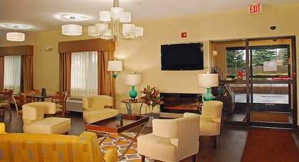 Lobby Sitting Area | Best Western Port Huron Blue Water Bridge