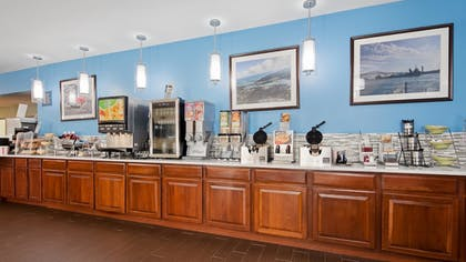 Breakfast Area | Best Western Port Huron Blue Water Bridge