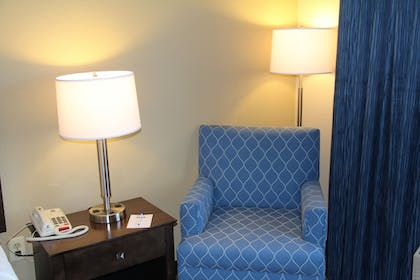 Living Area | Best Western Port Huron Blue Water Bridge