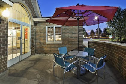 Outdoor Dining | TownePlace Suites by Marriott Detroit Dearborn
