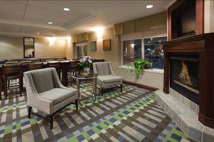 Lobby Sitting Area | Holiday Inn Express & Suites Vadnais Heights