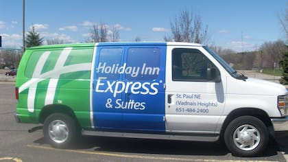 Airport Shuttle | Holiday Inn Express & Suites Vadnais Heights