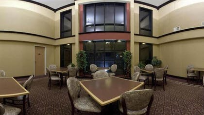 Breakfast Area | Holiday Inn Express & Suites Wauseon