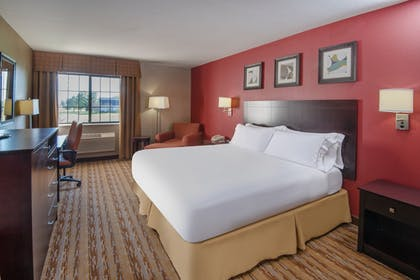 Guestroom | Holiday Inn Express & Suites Wauseon