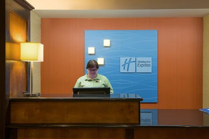Lobby | Holiday Inn Express & Suites Wauseon