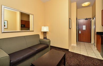 Living Area | Holiday Inn Express Vancouver North - Salmon Creek