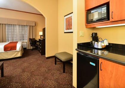 In-Room Kitchenette | Holiday Inn Express Vancouver North - Salmon Creek