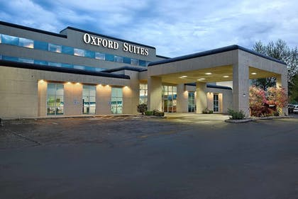 Hotel Front | Oxford Suites Yakima