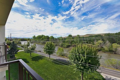 Water view | Oxford Suites Yakima