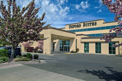 Featured Image | Oxford Suites Yakima