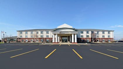 Exterior | Holiday Inn Express Hotel & Suites Fort Atkinson