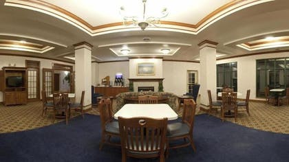 Breakfast Area | Holiday Inn Express Hotel & Suites Fort Atkinson