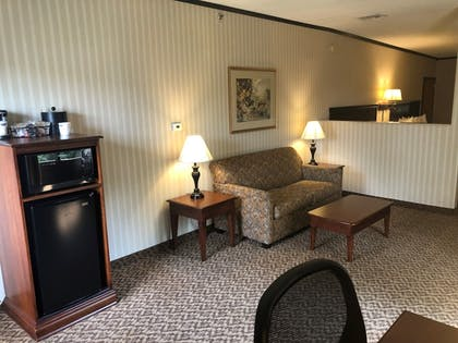 Living Area | Hampton Inn & Suites Fairfield