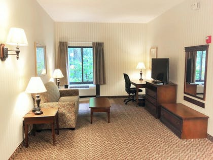 Living Room | Hampton Inn & Suites Fairfield