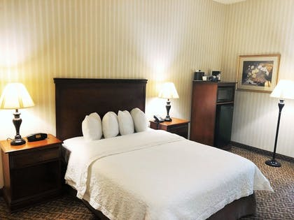 Guestroom | Hampton Inn & Suites Fairfield