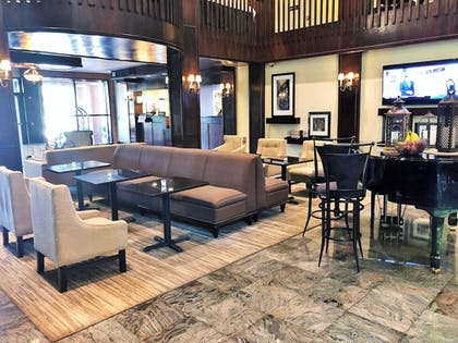 Lobby Sitting Area | Hampton Inn & Suites Fairfield