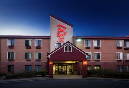 Featured Image | Red Roof Inn & Suites Savannah Airport