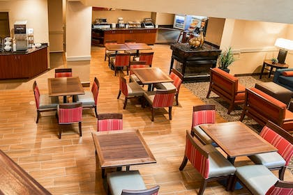 Breakfast Area | Comfort Suites near Penn State