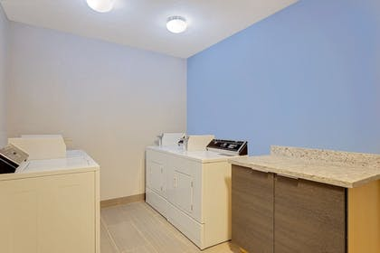 Laundry Room | Baymon Inn & Suites Iowa City-Coralville