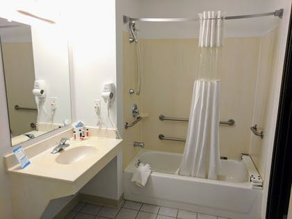 Bathroom | Baymon Inn & Suites Iowa City-Coralville