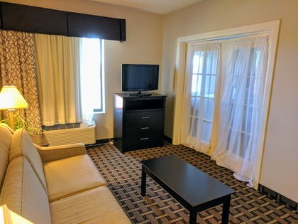 Living Room | Baymon Inn & Suites Iowa City-Coralville