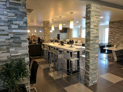 Dining | Baymon Inn & Suites Iowa City-Coralville