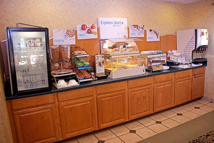 Restaurant | Holiday Inn Express & Suites Fort Pierre