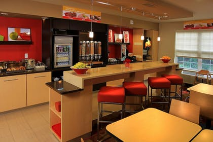 Restaurant | Towneplace Suites by Marriott East Lansing