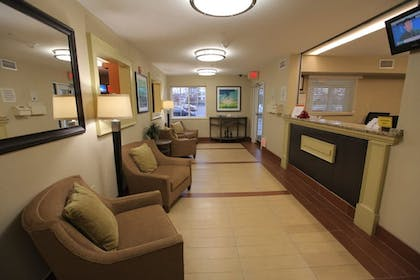 Lobby   Candlewood Suites Herndon