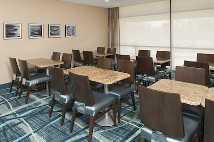 Breakfast Area | SpringHill Suites Chicago O'Hare by Marriott