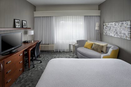 Room | Courtyard by Marriott Philadelphia Plymouth Meeting