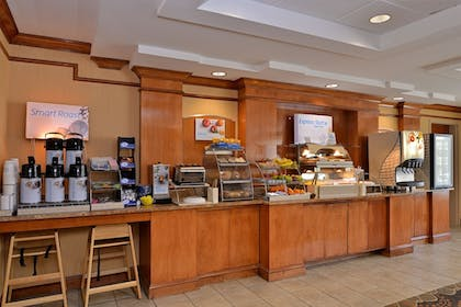 Breakfast Area | Holiday Inn Express Hotel & Suites Chattanooga-Lookout Mtn