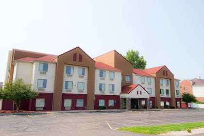 Hotel Front | Red Roof Inn Springfield, OH