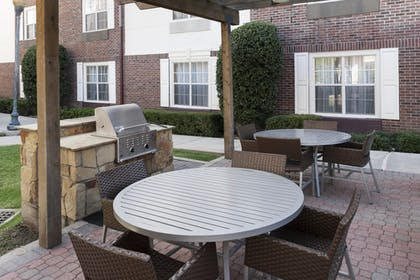 BBQ/Picnic Area | TownePlace Suites by Marriott Dallas Las Colinas