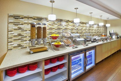 Breakfast buffet   Towneplace Suites By Marriott Brookfield