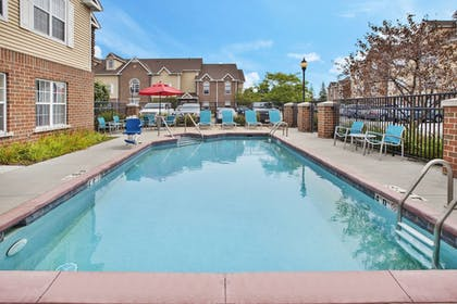 Outdoor Pool   Towneplace Suites By Marriott Brookfield