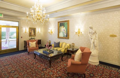 Lobby | Bristol Hotel, Boutique Collection