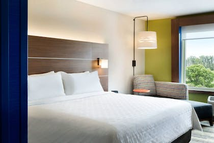 Room | Holiday Inn Express & Suites Mall of America - MSP Airport