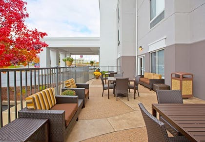 Terrace/Patio   SpringHill Suites by Marriott Pittsburgh Monroeville