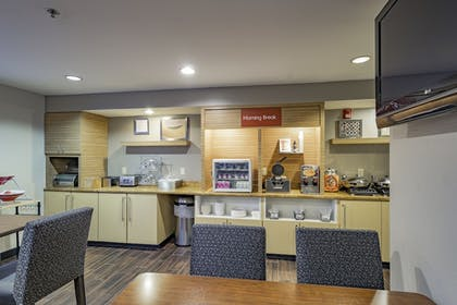 Breakfast Area | Towneplace Suites By Marriott Streetsboro